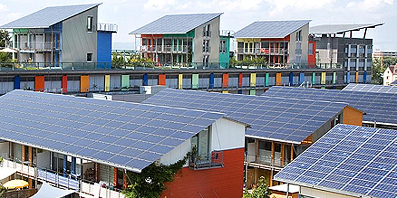 placas solares en tejados de edificios