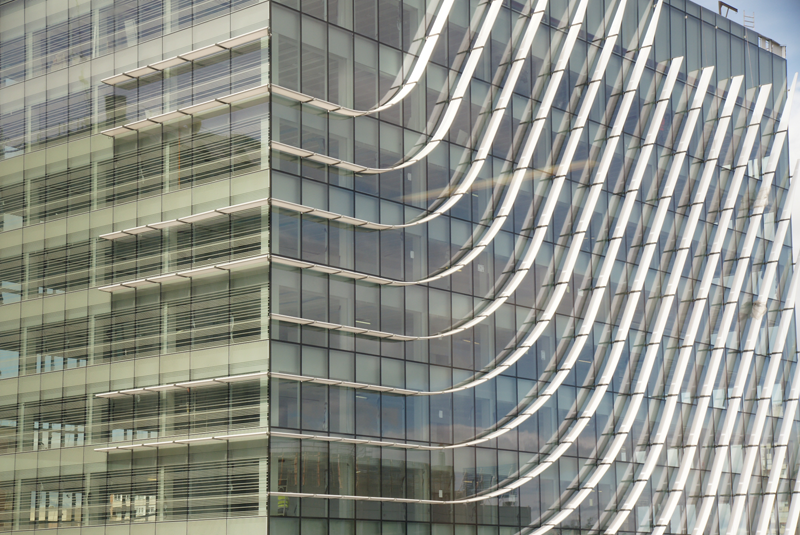 Edificio Castellana 77 dos fachadas con lamas . Imagen ©luis vidal + arquitectos