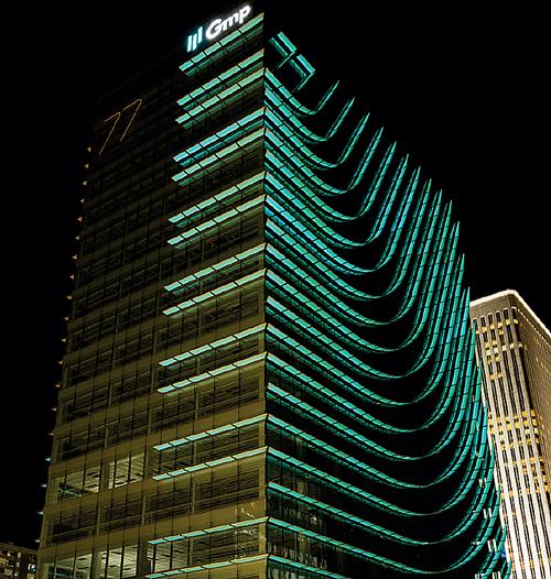 edificio Castellana 77 iluminación LED Imagen ©luis vidal + arquitectos