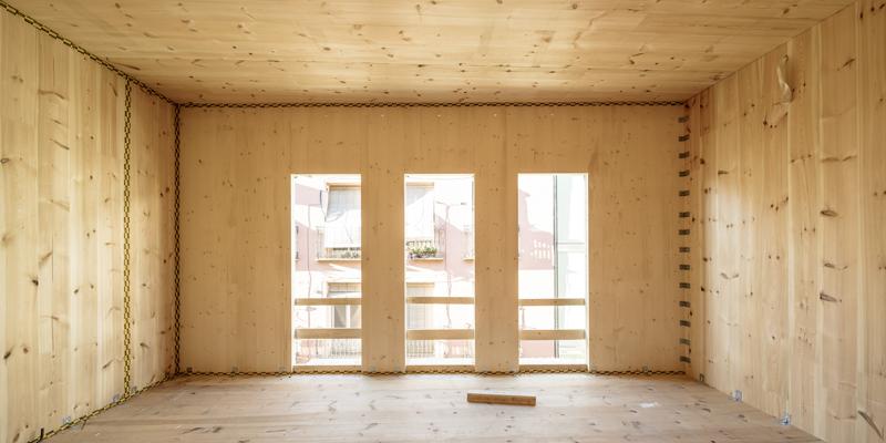 interior del edificio de madera buenavista