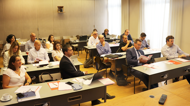 Los miembros del Comité Técnico durante la primera reunión de trabajo para definir las áreas temáticas del VI Congreso Smart Grids.