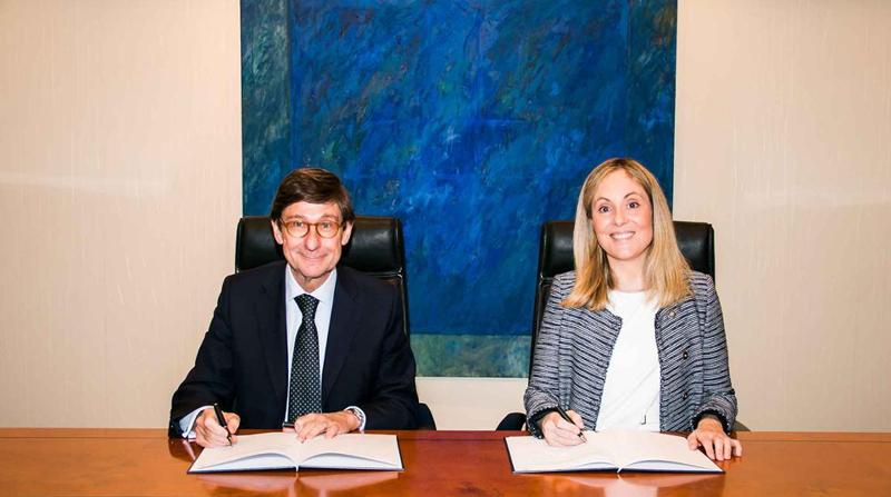 El acuerdo ha sido firmado por la vicepresidenta del BEI, Emma Navarro y el presidente de Bankia, José Ignacio Goirigolzarri.