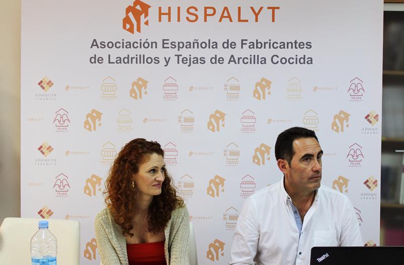 Elena Santiago y Francisco J. Morant durante la presentación de los datos recogidos por Hispalyt.