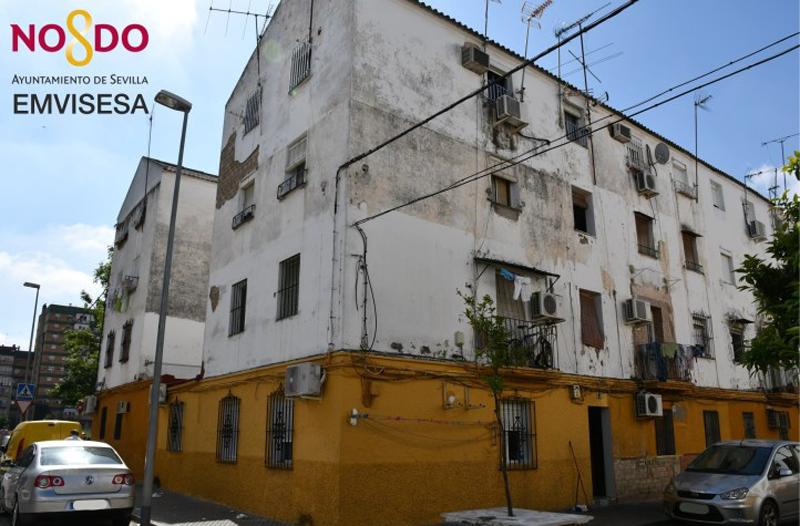Estado actual de los edificios objeto de la rehabilitación del barrio de Los Pajaritos en Sevilla.