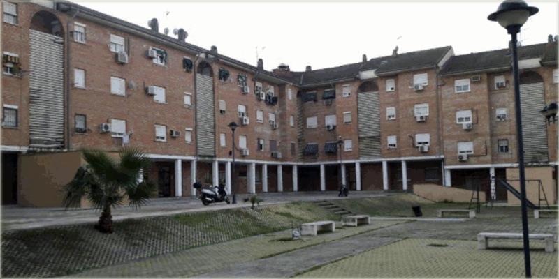Manzana de edificios de viviendas públicas en alquiler de la barriada Polígono Guadalquivir de Córdoba