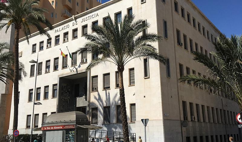 Fachada de la Audiencia Provincial de Almería, una de las sedes judiciales en las que se llevará a cabo las actuaciones de mejora energética.