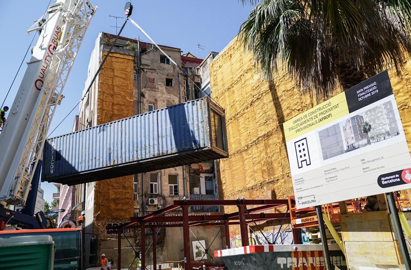 instalación de contenedores para edificio en barcelona