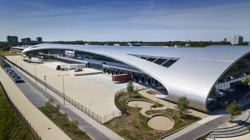 Edificio New Logic III, certificado como 'Excepcional' por BREEAM, se ubica a unos 100 km al sur de Amsterdam, junto a la autopista A58.
