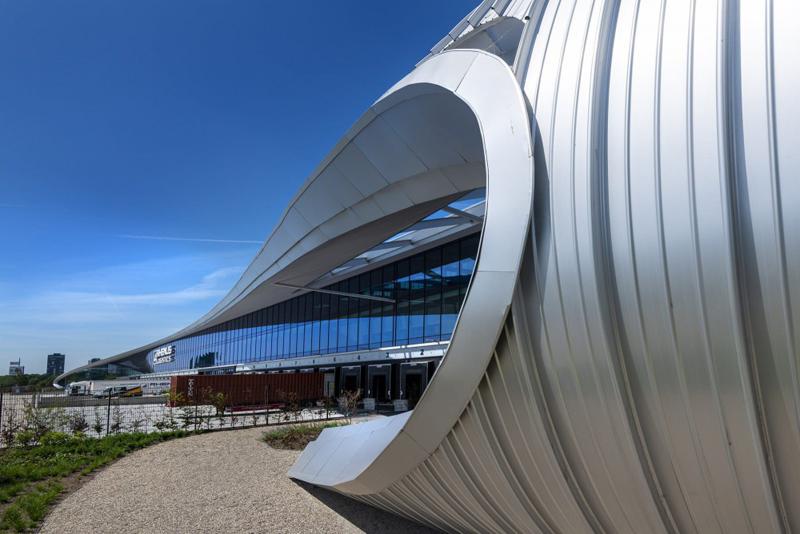 New Logic III, fachada de aluminio