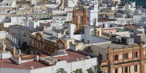 Las viviendas de la Barriada de La Paz en Cádiz mejorarán sus condiciones de accesibilidad y eficiencia energética