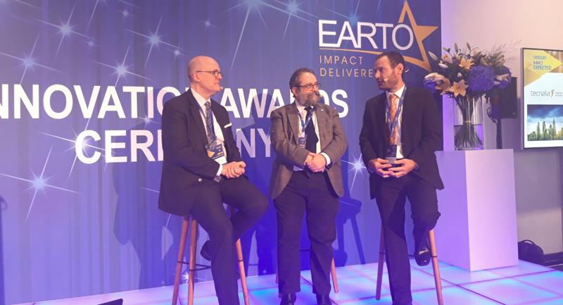 De izquierda a derecha: el presidente de Earto y CEO de VTT y los los investigadores Antonio Porro y Juan José Gaitero de Tecnalia.