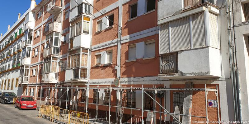 Edificio ubicado en la finca del número 2 de Doctor Marañón, en Cádiz.
