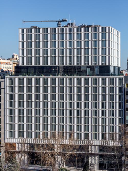 El diseño arquitectónico consiste en tres partes diferenciadas.