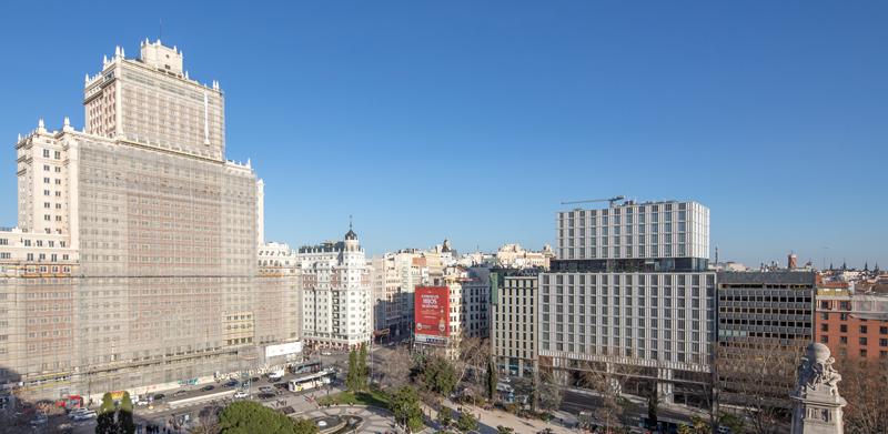 El edificio se ubica en un entorno histórico de la ciudad de Madrid.
