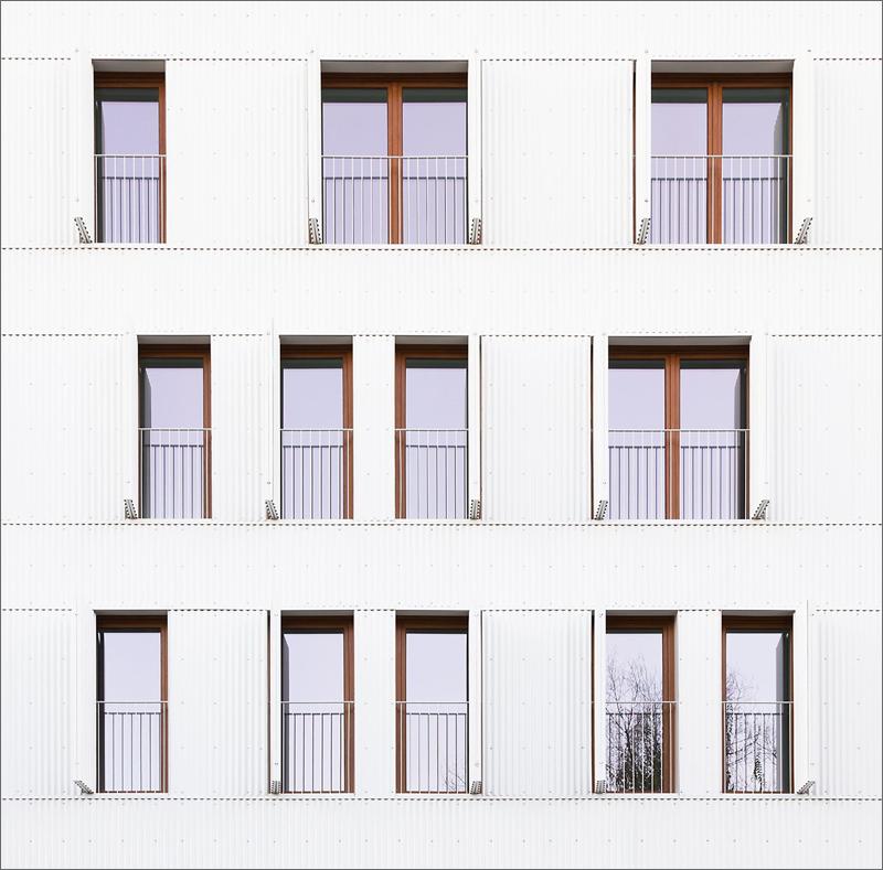 Todas las estancias principales tienen ventanas para la renovación de aire, estudiándose la superficie practicable del hueco en relación a la superficie útil de la estancia.
