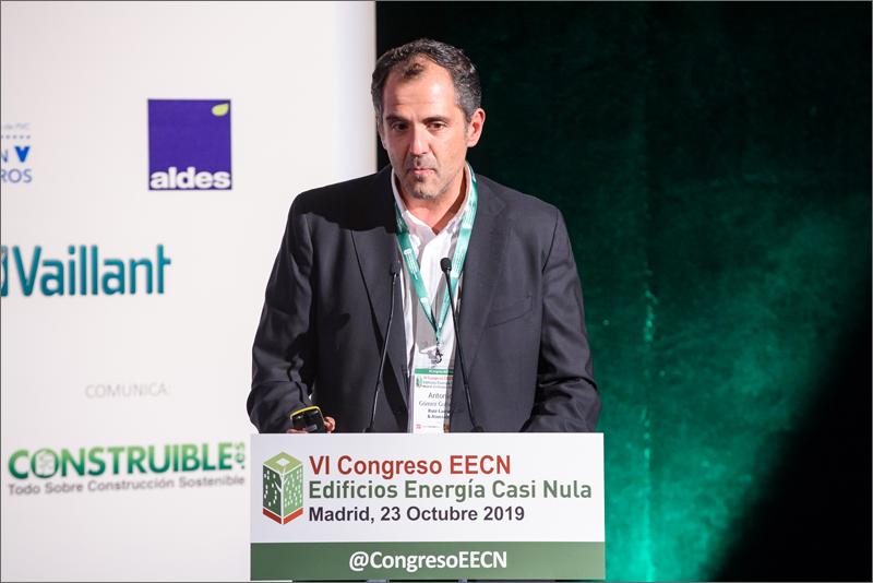 Antonio Gómez dio los detalles de la envolvente y el análisis energético económico realizado en el proyecto.
