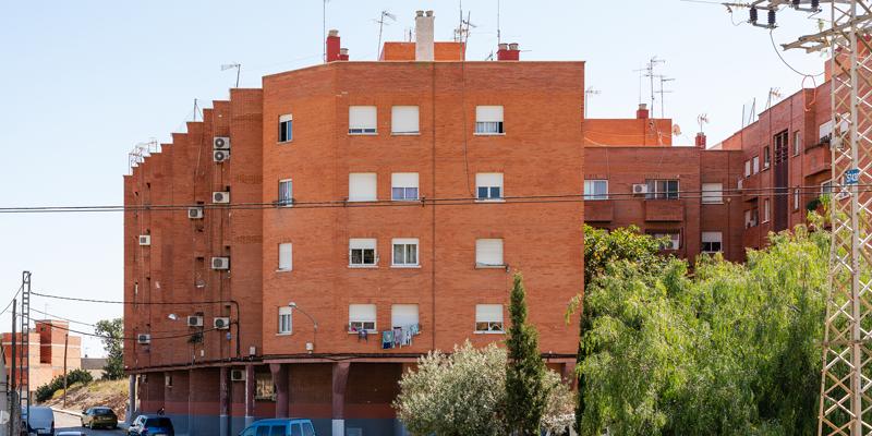 vivienda pública del municipio valenciano de Benaguacil, por un importe de 305.260 euros, que incluyen reparaciones estructurales en cubiertas, fachadas y elementos de acceso. Estas actuaciones forman parte de un Plan de Intervención Integral Sostenible (PIIN) que se están poniendo en marcha en determinados grupos del parque público de viviendas de la Comunitat, entre el que se encuentra el de Benaguacil.