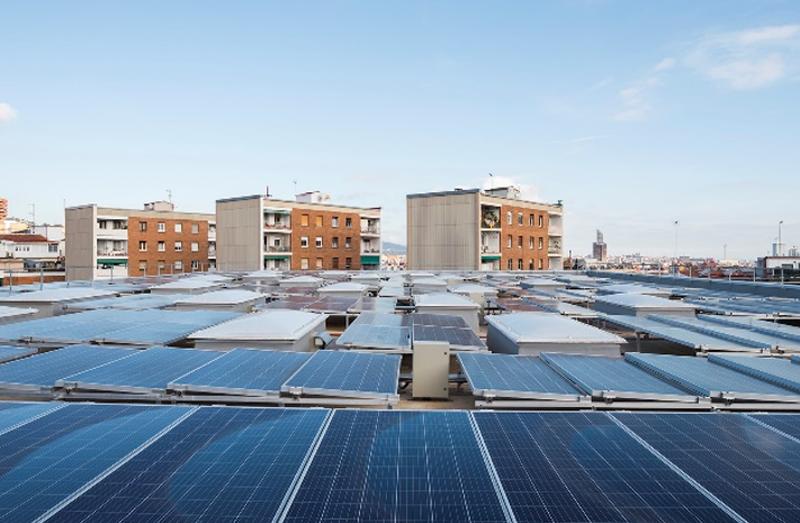 Generadores fotovoltaicos en cubierta.