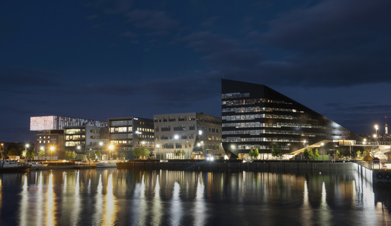 imagen nocturna de Powerhouse Brattørkaia