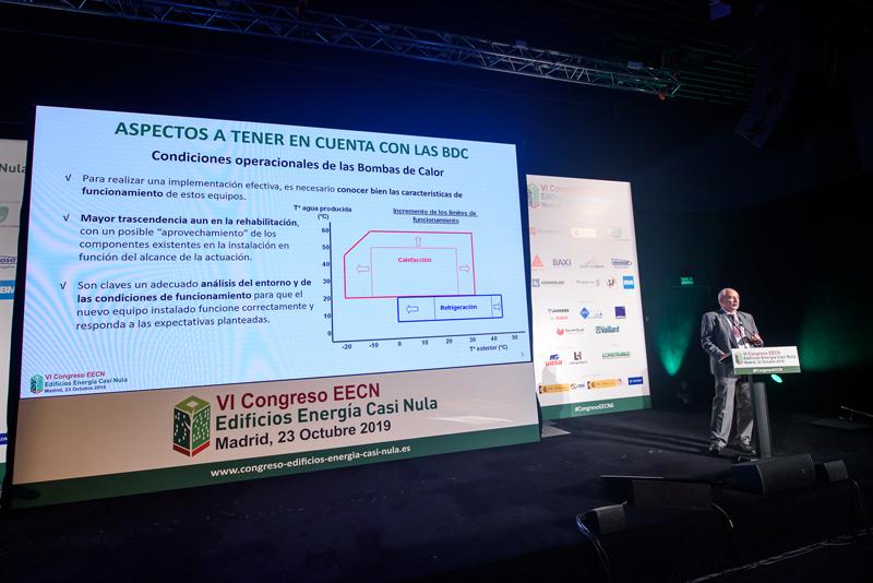 Manuel Herrero, de AFEC, explicó las características y ventajas de la integración de las bombas de calor en una rehabilitación.
