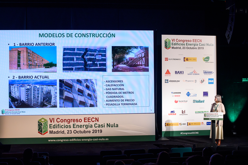 Manuela Navarro, de la Asociación de Vecinos Guetaria, explicó a los asistentes la experiencia de regeneración urbana del barrio madrileño de Orcasitas.