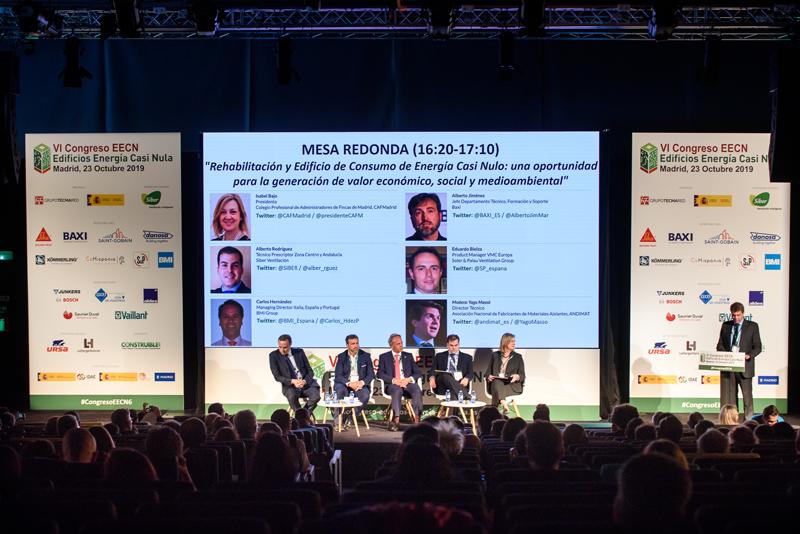 """Yago Massó, de ANDIMAT, dirigió la segunda mesa redonda del día, titulada """"Rehabilitación y Edificio de Consumo de Energía Casi Nulo: una oportunidad para la generación de valor económico, social y medioambiental""""."""