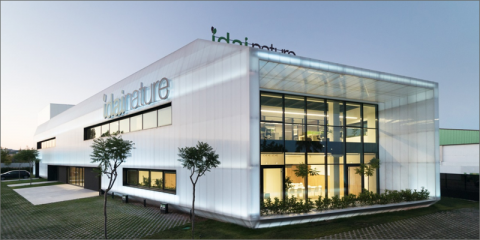 Edificio de oficinas Idai Nature