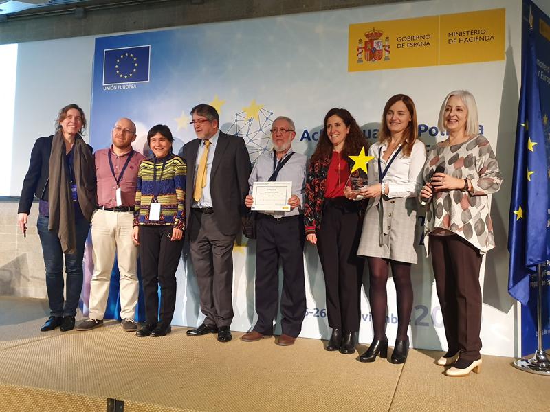 El premio fue otorgado el 27 de noviembre en Madrid. De derecha a izquierda: Ángeles Gayoso (Dirección General de Fondos Europeos), Ana Bretaña (Nasuvinsa), Mercedes Caballero (Ministerio de Hacienda), José Antonio Pidal (vecino de barrio de la Txantrea), Anatolio Alonso Pardo (FEDER), Virginia Vivanco (IDAE), Jesús Ruiz Castellano (IDAE) y Izaskun Gallo (IDAE).