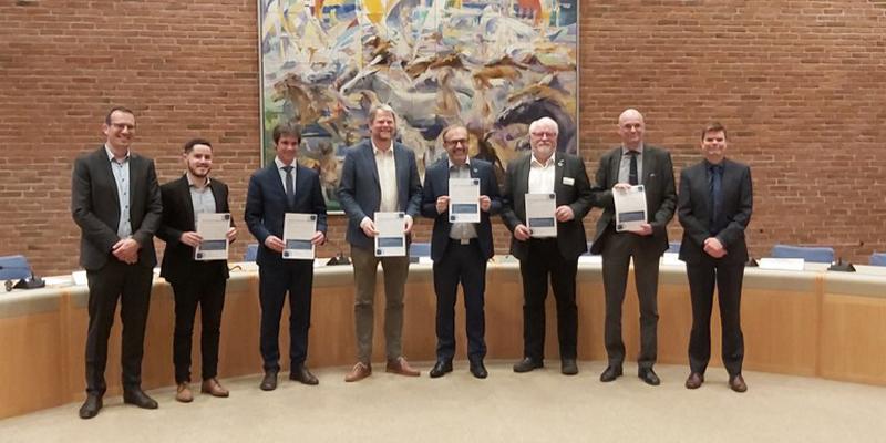 representantes de Ayuntamiento de Sevilla junto a Lipasam y Emasesa.