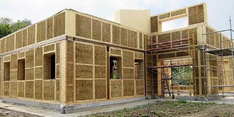 Construcción con paneles estructurales de madera y fibra vegetal compactada