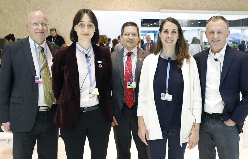 Participantes en el encuentro sobre eficiencia energética en el Pabellón España.