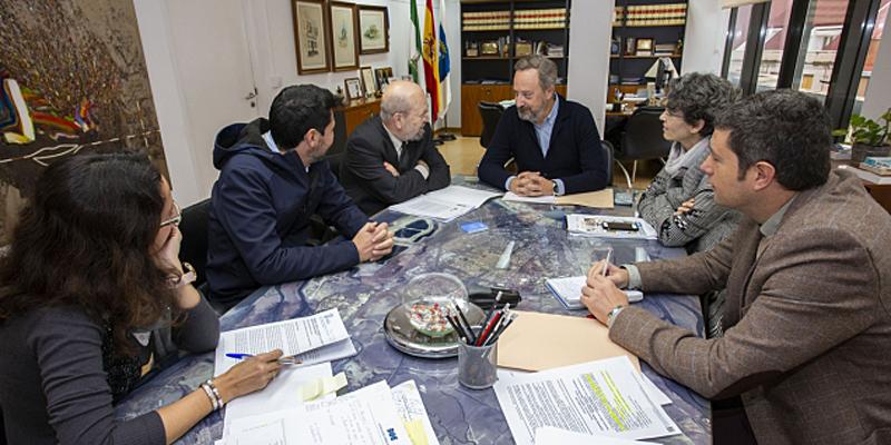 El teniente de alcalde de Urbanismo, Medio Ambiente y Transición Ecológica, Manuel Gómez Márquez, daba a conocer el borrador durante una reunión.