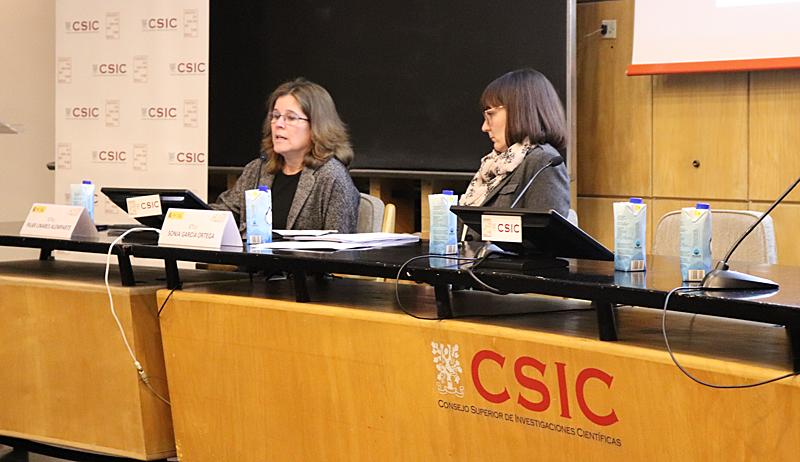 Pilar Linares Alemparte y Sonia García Ortega durante su presentación sobre la sección HS6 'Protección frente a la exposición al radón'.