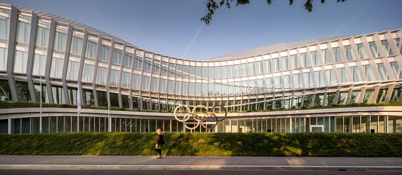 Olympic House ofrece a la región un paisaje arquitectónico emblematico, integrándose en entorno natural del parque Louis Bourget.