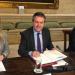 Sevilla firma un acuerdo con el BEI y el ICO para financiar viviendas sociales sostenibles y regenerar zonas urbanas