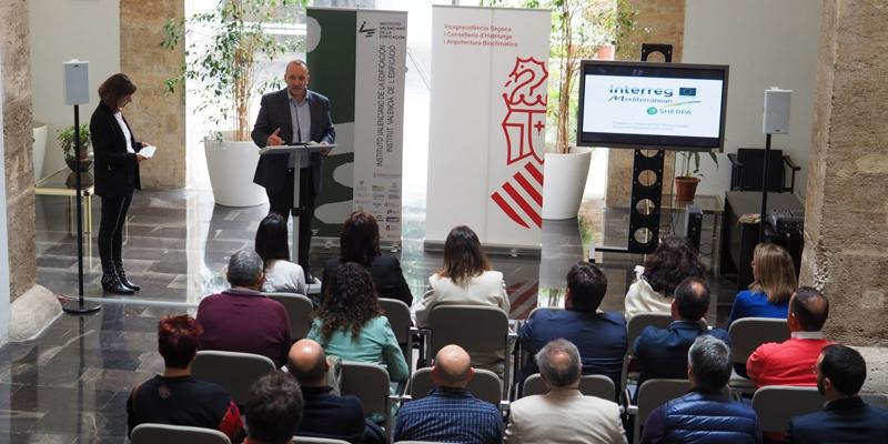El vicepresidente segundo y conseller de Vivienda y Arquitectura Bioclimática, Rubén Martínez Dalmau, destaca el papel de los ayuntamientos en la sostenibilidad y la eficiencia energética.