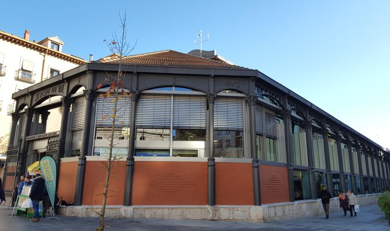 Una nueva fachada acristalada multifuncional integrada en la estructura de acero original de 1882 en el mercado del Val en Valladolid. Foto: Javier Antolín Gutiérrez (CARTIF).