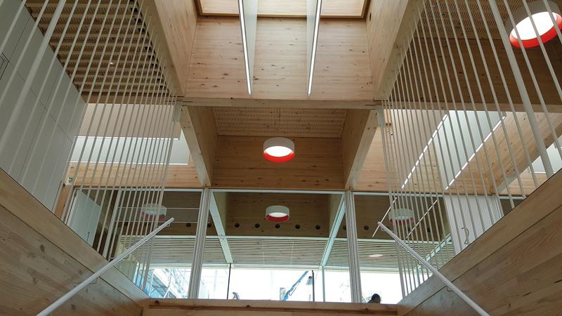 La sede fue construida íntegramente con madera FINSA, desde los elementos estructurales a los acabados o el mobiliario.