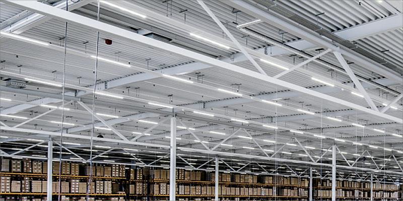 iluminación de una fábrica industrial