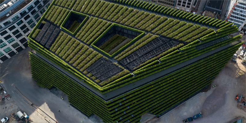 Más de 30.000 plantas cubren el edificio Kö-Bogen II casi en su totalidad.