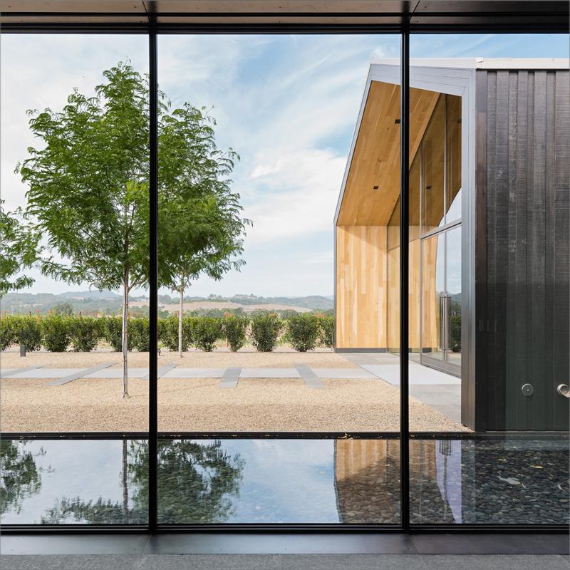 El edificio contiene también un aislamiento de gran grosor para minimizar el uso de refrigeración y calefacción.