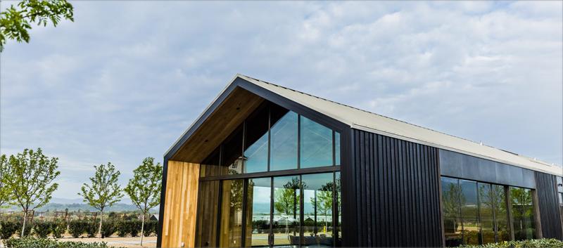 El aprovechamiento de la iluminación natural y los materiales de construcción sostenibles son solo dos de los conceptos integrados en el diseño ecológico de esta construcción.