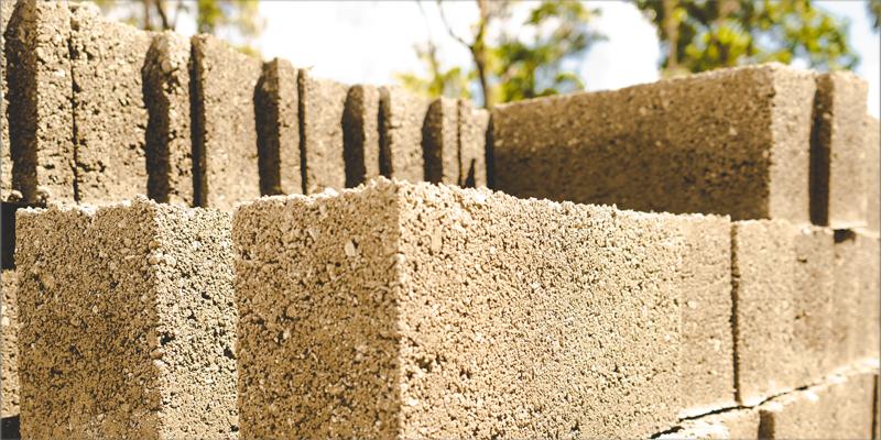 ladrillos fabricados con materiales sostenibles para la construcción sostenible