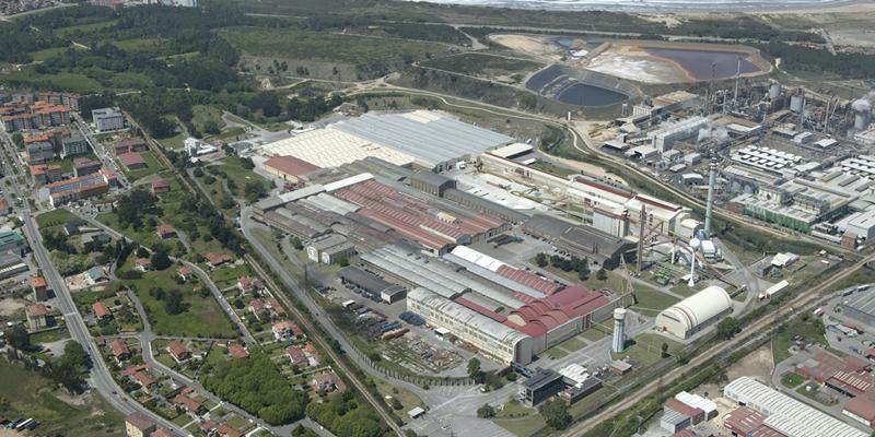 Complejo industrial de Saint-Gobain en Avilés.