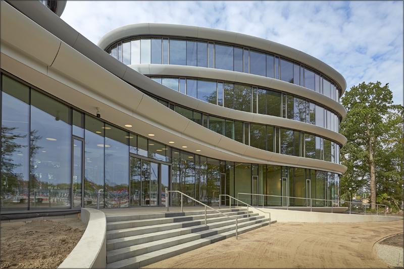 Ubicado en Driebergen, cerca de Utrecht, la sede de Triodos ha sido premiada como el mejor edificio neerlandés de oficinas de 2019.