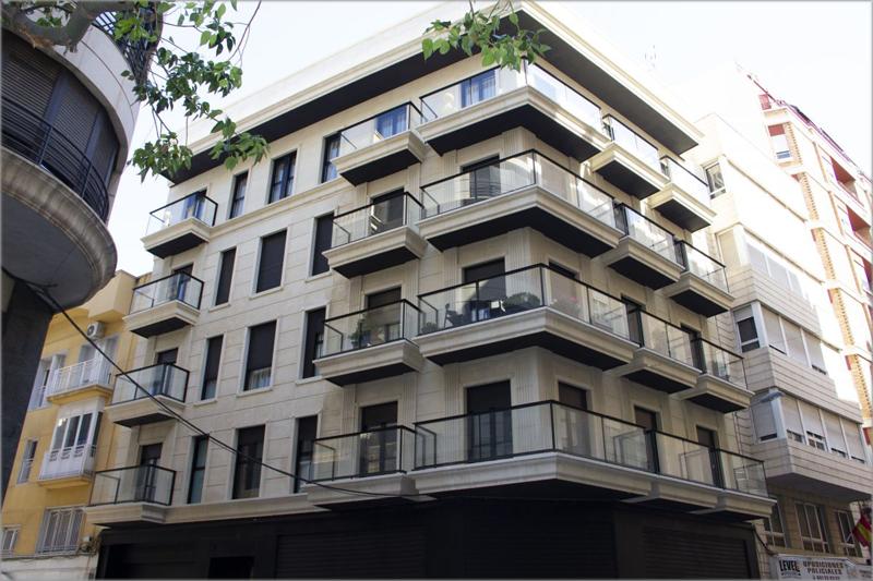 Fachada del El edificio 'Puerta de Alicante', ubicado en el centro de Elche, certificado con VERDE 3 hojas..