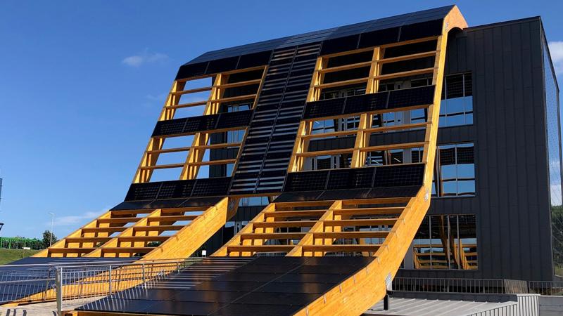 Greenspace PCTG es un edificio de consumo casi nulo con diseño bioclimático y energía fotovoltaica para autoconsumo.