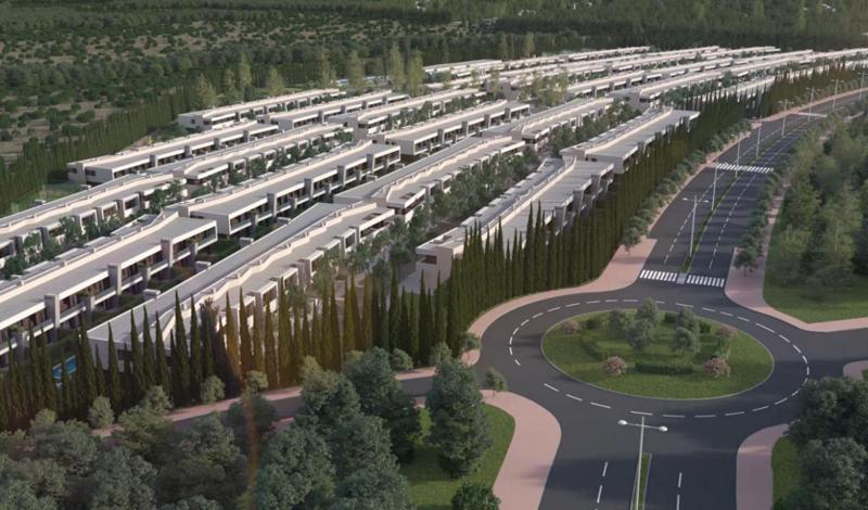 La urbanización se ubica en Boadilla del Monte, a 14 km de Madrid, y cuenta con el entorno natural de la sierra de Guadarrama.