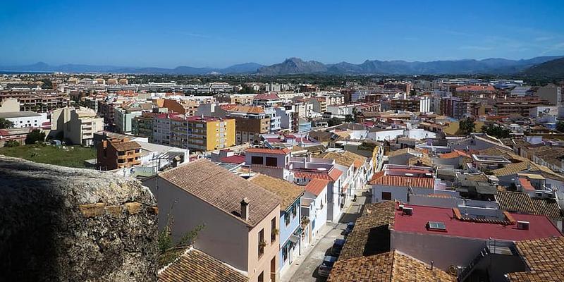Dénia, elegida para la puesta en marcha de una de las futuras oficinas de vivienda XALOC de la Generalitat