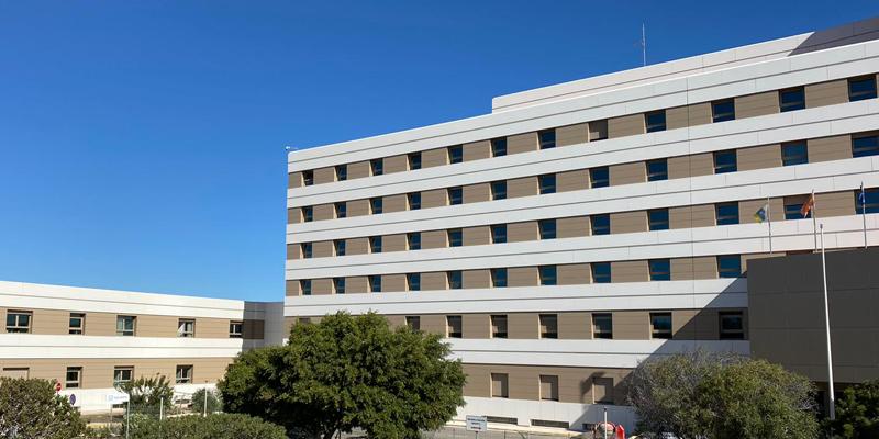 Aspecto de la fachada del Hospital Rey Juan Carlos I tras su rehabiltiación energética.